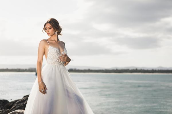 Braut mit Brautkleid Standesamt A-Linie