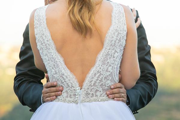 Braut mit Standesamt Brautkleid Spitze und Rückenausschnitt