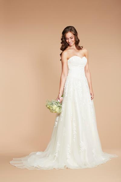 Braut in schlichter A-Linie Standesamt Brautkleid mit Tüll