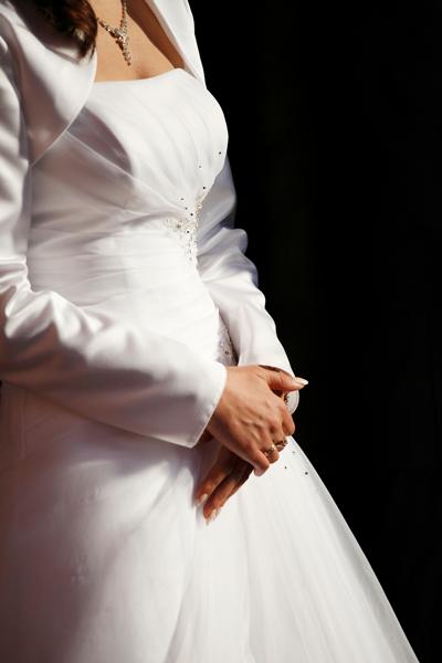 Braut in Umstandsbrautkleid Standesamt