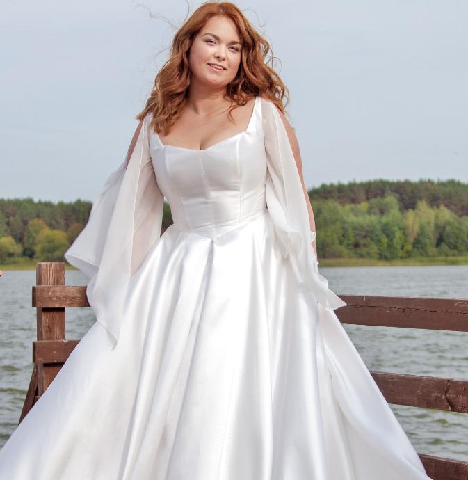 Wunderschöne Braut in Standesamt Kleid große Größe