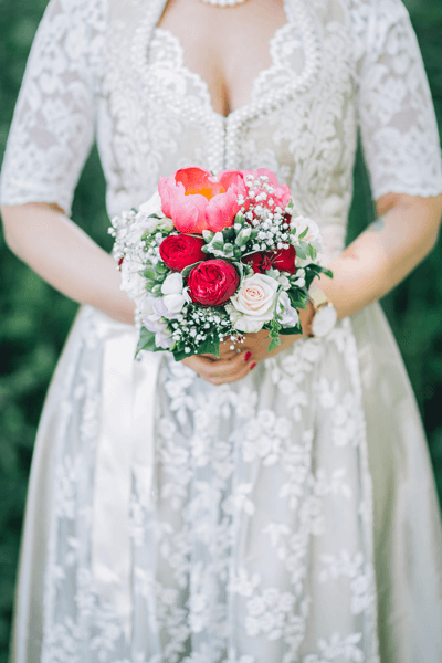 Weißes Hochzeitsdirndl mit Spitze